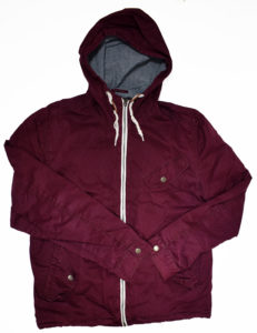 Czerwona kurtka z hurtowni odzieży używanej
